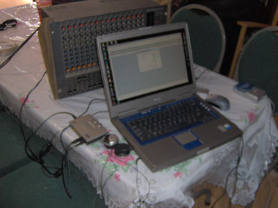 Click here to download a 2048 x 1536 JPG image showing the recording rig used by Tom Hoehn and the Bone Doctor during their session at Pipe Organ Paradise.