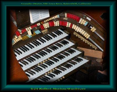 Click here to download a 3059 x 2403 JPG image showing the console of the Granada Theatre's 4/24 Mighty Robert Morton/WurliTzer Theatre Pipe Organ.