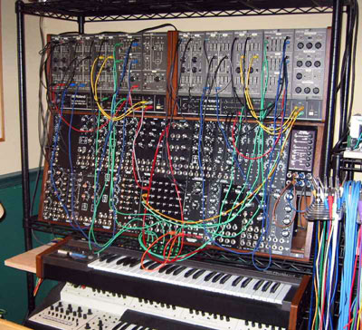Click here to download an 800 x 728 JPG image of Frank Vanaman's MOTM Modular Synthesizer.
