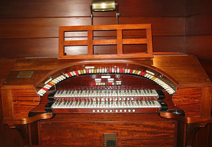 Click here to download a 723 x 504 JPG image showing the keydesk of a 2 manual 8 rank WurliTzer console.