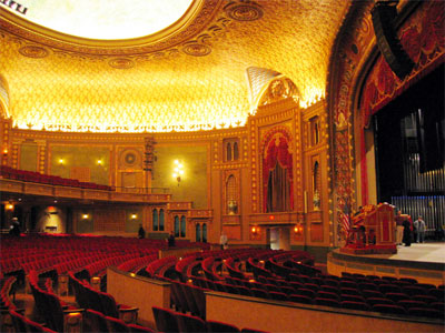Click here to download a 640 x 480 JPG image showing the Mighty WurliTzer and stage of the theatre.