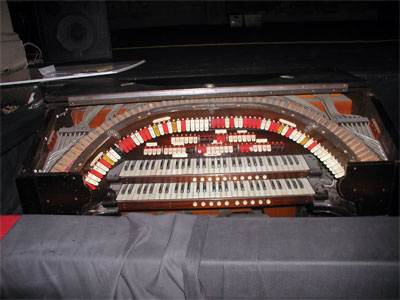 Click here to download a 2048 x 1536 JPG image showing the console of the San Bernardino 2/10 Style 216 Mighty WurliTzer Theatre Pipe Organ with the horseshoe lid open showing the stop action.