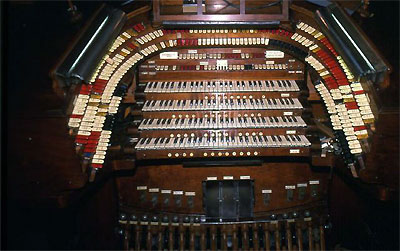 Click here to download a 5333 x 3341 JPG image showing the console of the Kimball Theatre Pipe Organ installed in the ballroom of Boardwalk Hall.