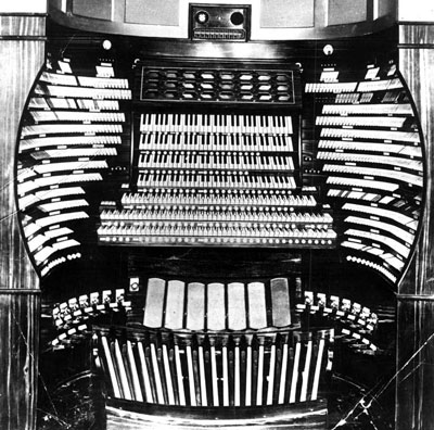 Click here to download a 759 x 752 JPG image showing the seven manual console of the 449 rank Atlantic City Convention Hall Organ, built by Midmer-Losh, Opus 5500.