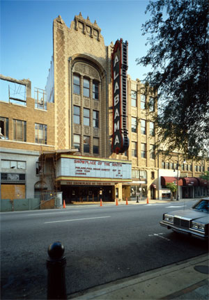 Click here to download a 3091 x 4441 JPG image showing the marque of the Alabama Theatre.