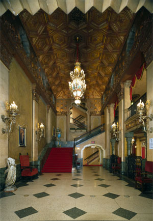 Click here to download a 3101 x 4486 JPG image showing the lobby of the Alabama Theatre.