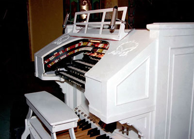 Click here to download a 1205 x 863 JPG image showing the console of the 3/11 Mighty Kimball/WurliTzer Theatre Pipe Organ<BR>installed at the Paramount Center for the Arts in Bristol, Tennessee.