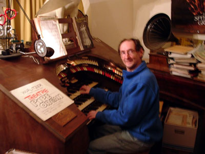 Click here to download a 1000 x 750 JPG image showing Russ Ashworth at the console of the former Capitol Theatre Mighty WurliTzer Theatre Pipe Organ.