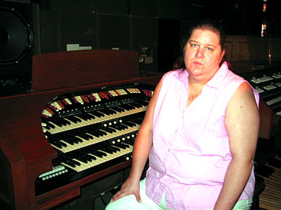 Click here to download a 640 x 480 JPG image showing Kimmy at the console of the Conn 650 Theatre Organ.