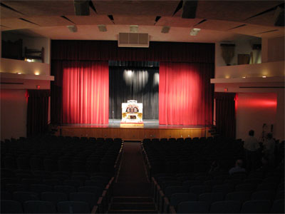 Click here to download a 2592 x 1944 JPG image showing Tom Hoehn warming up in the auditorium of Lake Brantley High School.