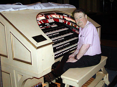Click here to visit Dwight Finger's Grant Union High School George Wright Memorial 4/21 Mighty WurliTzer Theatre Pipe Organ page!