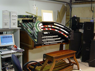 Click here to download a 1280 x 1024 JPG image showing Owen Jone's custom hand built digital theatre organ console in the early stages of construction.