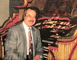 Click here to learn more about the legendary Dan Bellomy, Theatre Pipe Organist Extraordinaire.