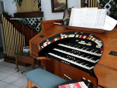 Click here to download a 2592 x 1944 JPG image showing the keydesk of Bob Davidson's 3/14 Devtronix Electronic Theatre Organ.