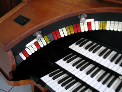 Click here to download a 2592 x 1944 JPG image showing the left bolster of Bob Davidson's 3/14 Devtronix Electronic Theatre Organ.