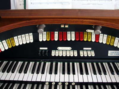 Click here to download a 2592 x 1944 JPG image showing the back rail of Bob Davidson's 3/14 Devtronix Electronic Theatre Organ.