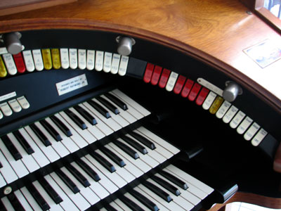 Click here to download a 2592 x 1944 JPG image showing the right bolster of Bob Davidson's 3/14 Devtronix Electronic Theatre Organ.