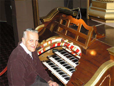 Click here to download a 2272 x 1704 JPG image showing Eugene Hayek at the console of the Middletown Paramount 3/12 Mighty WurliTzer Theatre Pipe Organ.