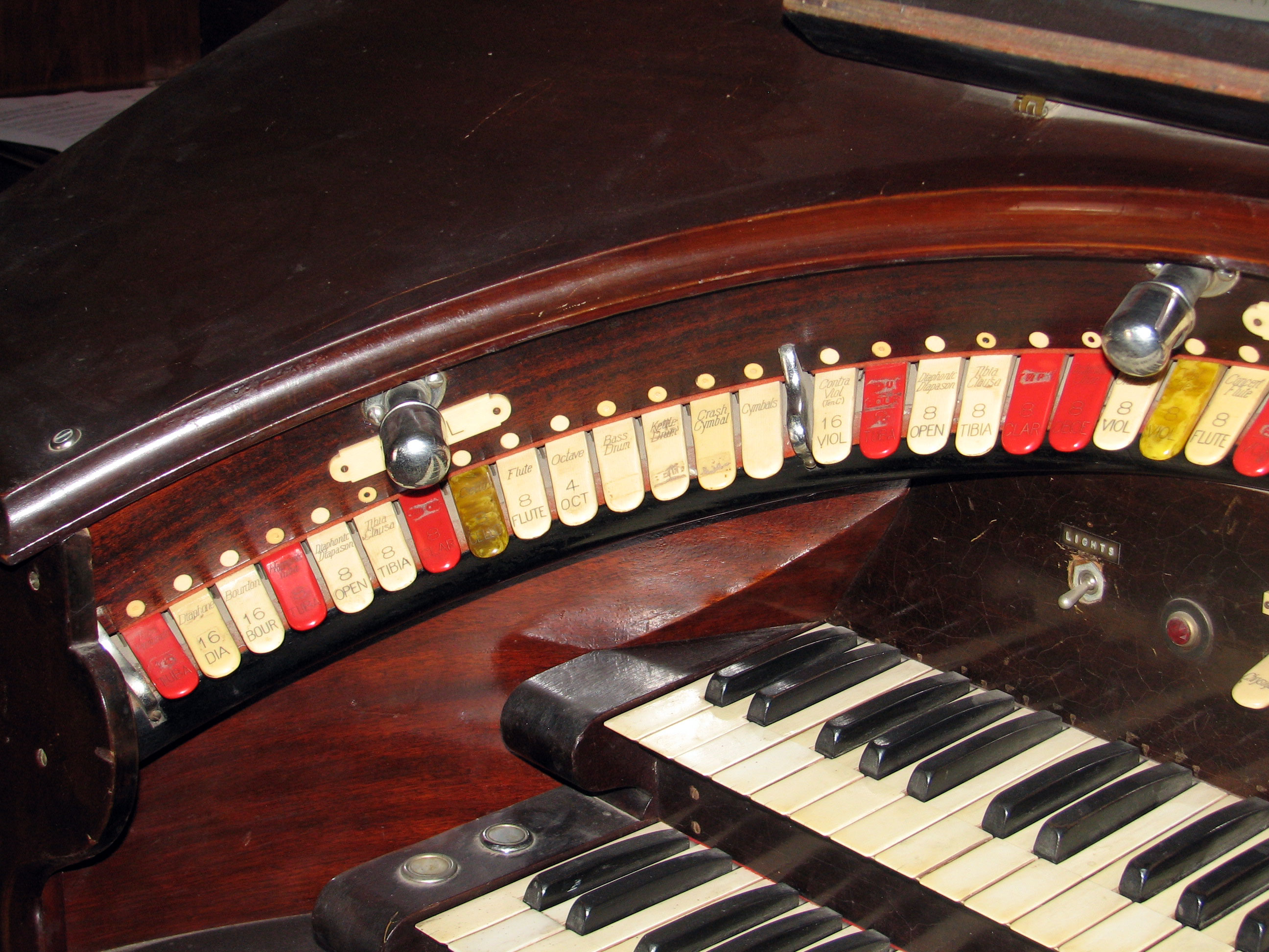Click here to download a 2592 x 1944 JPG image showing the left bolster of the 2/9 Mighty WurliTzer Style F console.