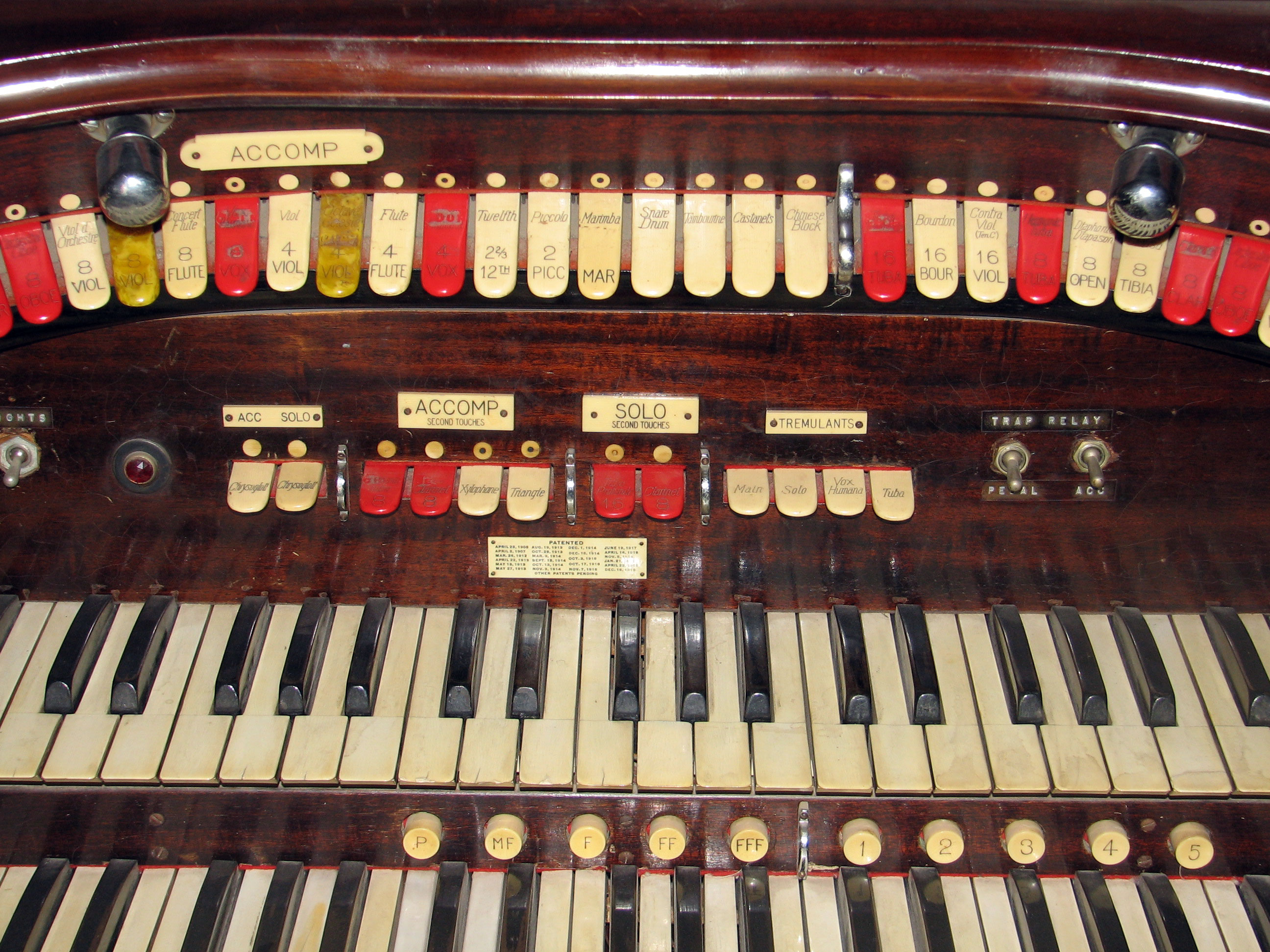 Click here to download a 2592 x 1944 JPG image showing the center bolster of the 2/9 Mighty WurliTzer Style F console.
