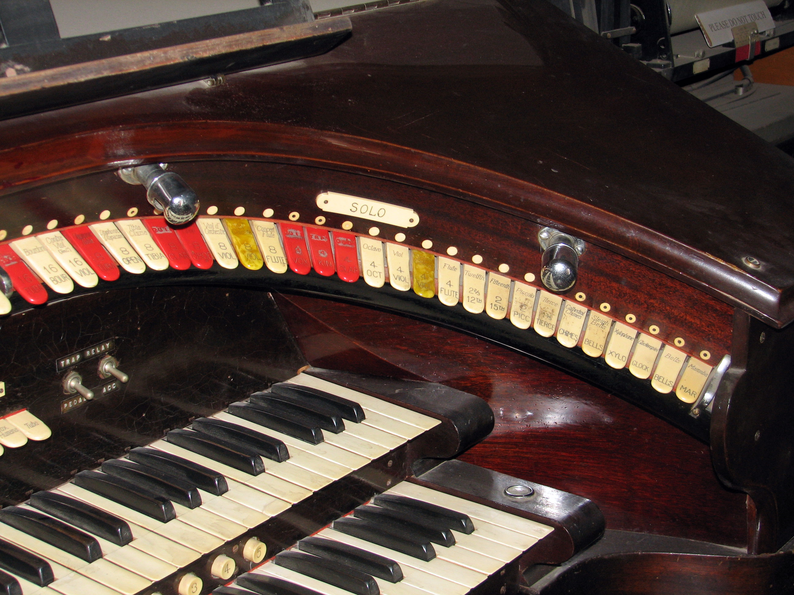 Click here to download a 2592 x 1944 JPG image showing the right bolster of the 2/9 Mighty WurliTzer Style F console.