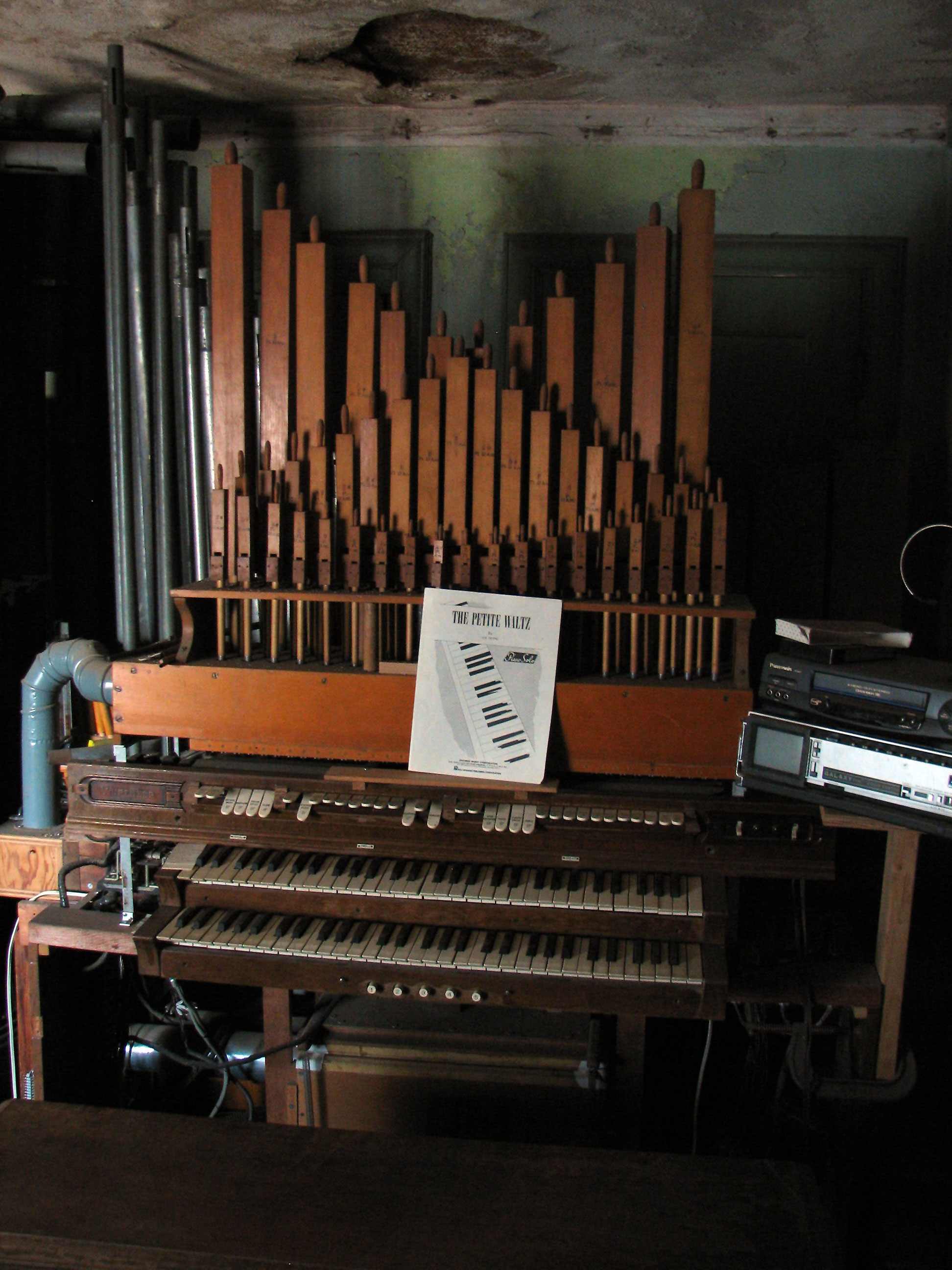Click here to download a 1944 x 2592 JPG image showing the 2/3 Mighty Spohn Pipe Organ installed in the organ shop upstairs.