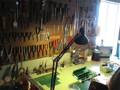 Click here to download a 1944 x 2592 JPG image showing the tools of the trade in the organ shop upstairs.