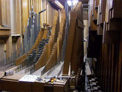 Click here to download a 2592 x 1944 JPG image showing the pipework of the 4/24 Mighty WurliTzer Theatre Pipe Organ.