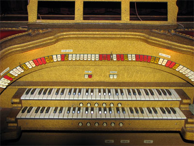 Click here to download a 1600 x 1200 JPG image showing the playing table of the 2/7 Grande Barton Theatre Pipe Organ installed at the Ironwood Theatre in Ironwood, Michigan.