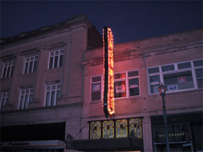 Click here to download a 1600 x 1200 JPG image showing the exterior of the Ironwood Theatre in Ironwood, Michigan.