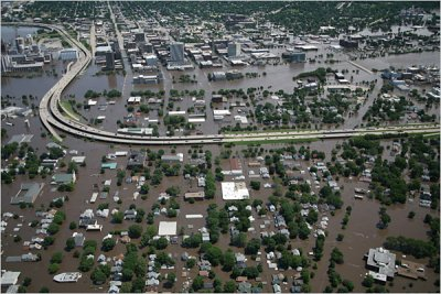 Click here to see a 600 x 400 JPG image of the flooding in Cedar Rapids, Iowa.