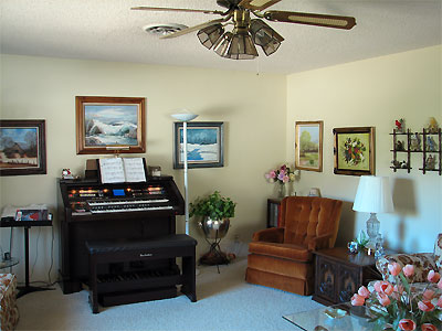 Click here to download a 2592 x 1944 JPG image showing the music room where the Technics organ resides.