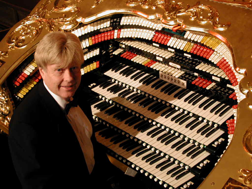 Click here to download a 1024 x 768 JPG image of John Ledwon at the console of the 4/38 Mighty WorliTzer Theatre Pipe Organ installed at the El Capitan Theatre in Hollywood, California.