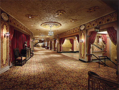 Click here to download a 640 x 485 JPG image showing the hallway at balcony level.