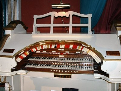 Click here to download a 1280 x 960 JPG image showing the console of the 2/11 Mighty WurliTzer Theatre Pipe Organ installed at the Lafayette Theatre in Suffern, New York.