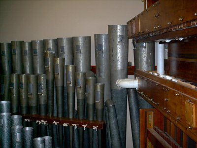 Click here to download a 1024 x 768 JPG image showing the big Reeds in the Main chamber.