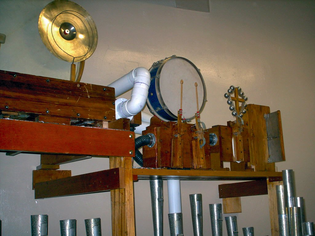 Click here to download a 1024 x 768 JPG image showing some of the Percussions and Traps.