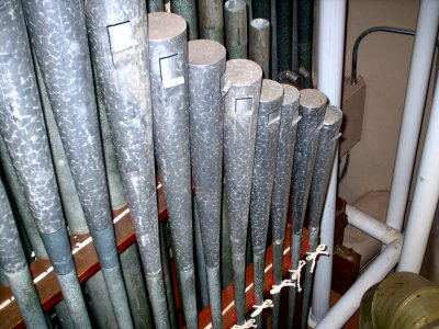 Click here to download a 1024 x 768 JPG image showing Reeds in the Solo chamber.
