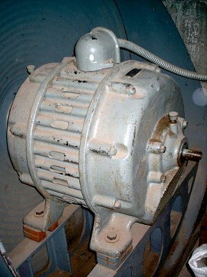 Click here to download a 768 x 1024 JPG image showing the blower.