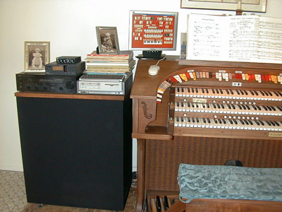 Download an 800 x 600 JPG image of Vern Jone's Rodgers Trio Electronic Theatre Organ hooked up to the Mighty MidiTzer.