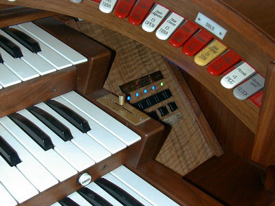 Download an 800 x 600 JPG image of the MIDI Control Panel installed in the right end block of Vern Jone's Rodgers Trio Electronic Theatre Organ.