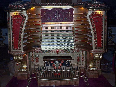 Click here to learn more about the Chicago Stadium Organ.