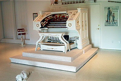 Click here to visit the official website of Bob Markworth's beautiful 3/24 Kimball Theatre Pipe Organ installed in his home in Omaha, Nebraska.