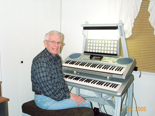 Click here to download a 1280 x 960 JPG image of Larry McLaiughlin and his Mighty MidiTzer.