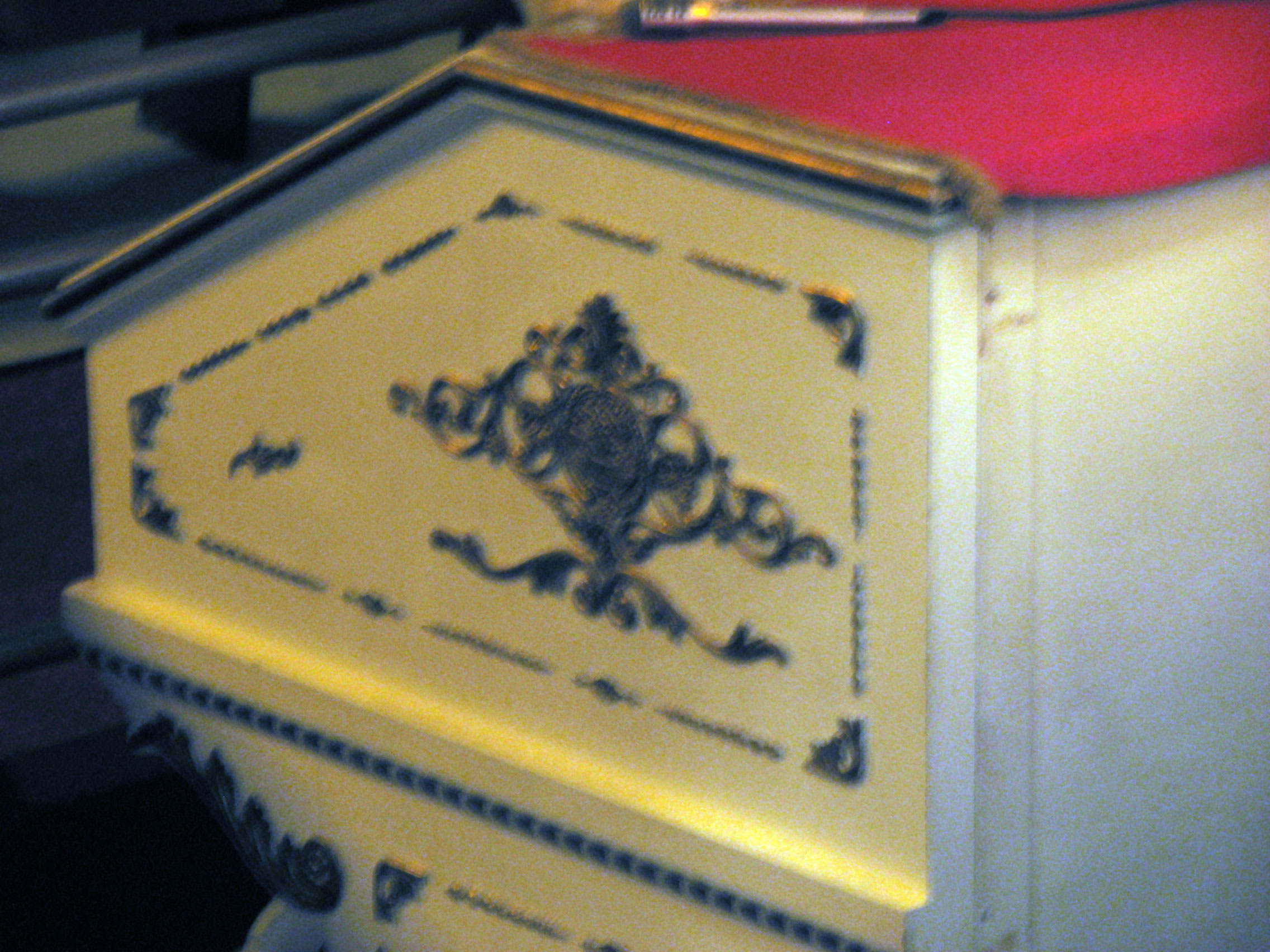 Click here to download a 2816 x 2112 JPG image showing the gold leaf decorations on the white woodwork of this gorgeous console.
