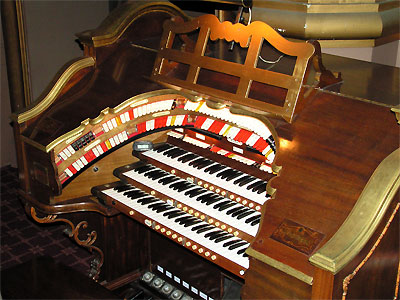 Click here to download a 3648 x 2736 JPG image showing the key desk of the 3/12 Mighty WurliTzer Theatre Pipe Organ.