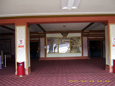 Click here to download a 3648 x 2736 JPG image showing the lobby of the Middletown Paramount Theatre.