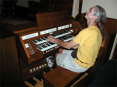 Click here to download a 2592 x 1944 JPG image showing the Bone Doctor at the console of Paul Kealy's Baldwin Classical Organ.