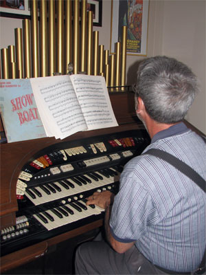 Click here to download a 1944 x 2592 JPG image shoving Tom Hoehn at the Conn 645 Martinique Theatre Organ.