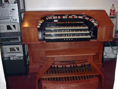 Click here to download a 1600 x 1200 JPG image showing the console after most of the restoration has been done.
